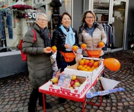 Vente d'oranges pour Terre des Hommes au marché de Sion